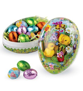 Old-Fashioned Papier-Mâché Candy-Filled Decoupage Egg
