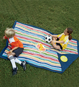 "54""x84"" Machine Washable Durable Water-Resistant Nylon Blanket with Polyester Batting and Carrying Bag"