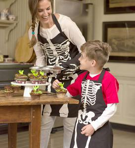 Skeleton Aprons and Oven Mitt