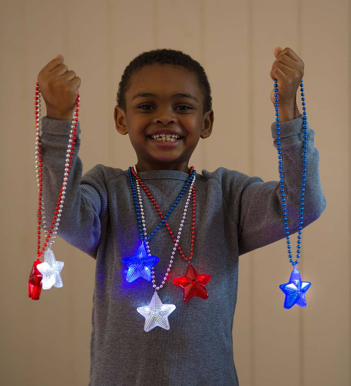 Light-Up Star Necklaces (set of 6)