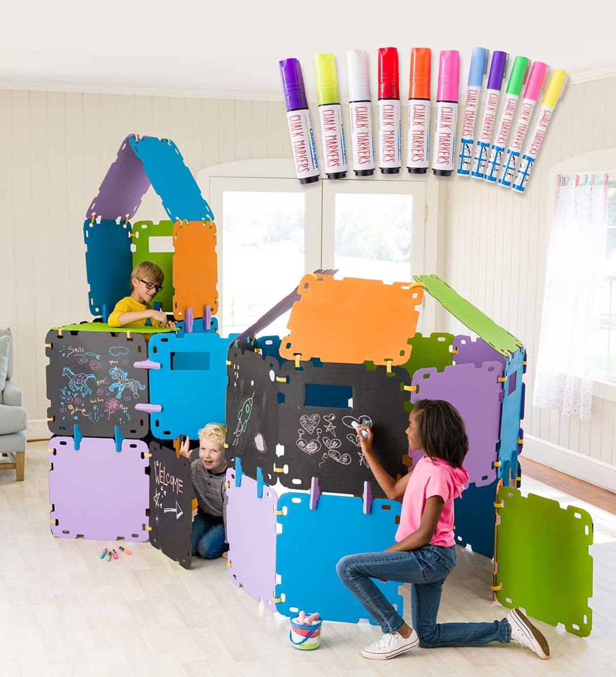 32-Piece Chalkboard Fantasy Fort Special with Chalk Markers Combo Pack