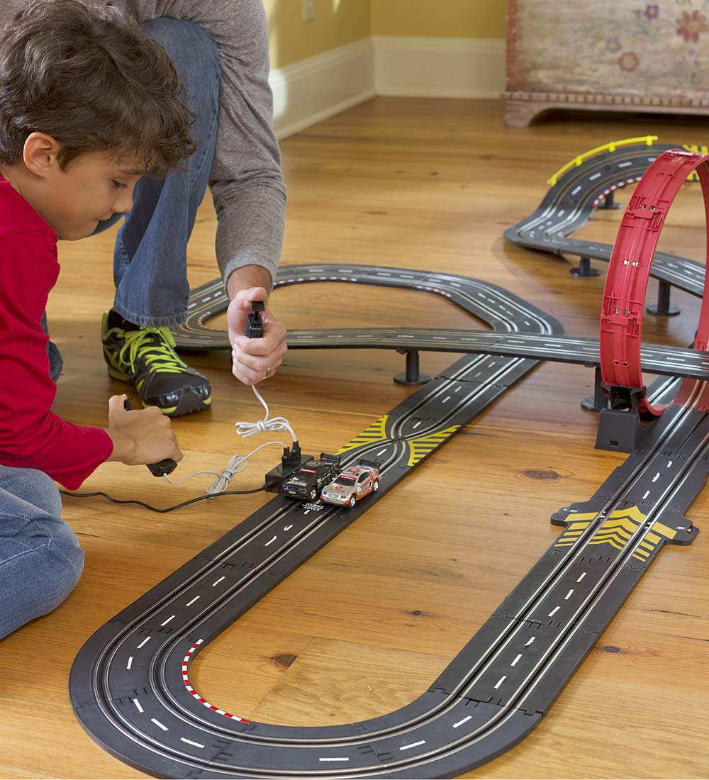 Super Loop Speedway Remote Control Race Car Track with Two Race Cars